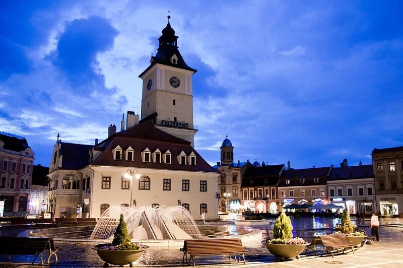 Piata Sfatului - Unul dintre cele mai importante locuri de vizitat in Brasov