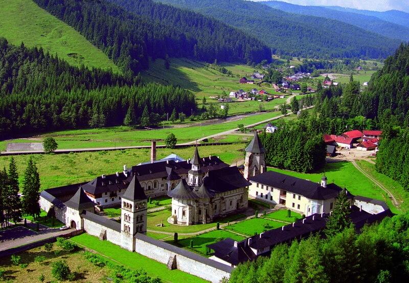 Manastirea Putna este un lacas monahal ortodox, unul din cele mai importante locuri de vizitat in Bucovina.