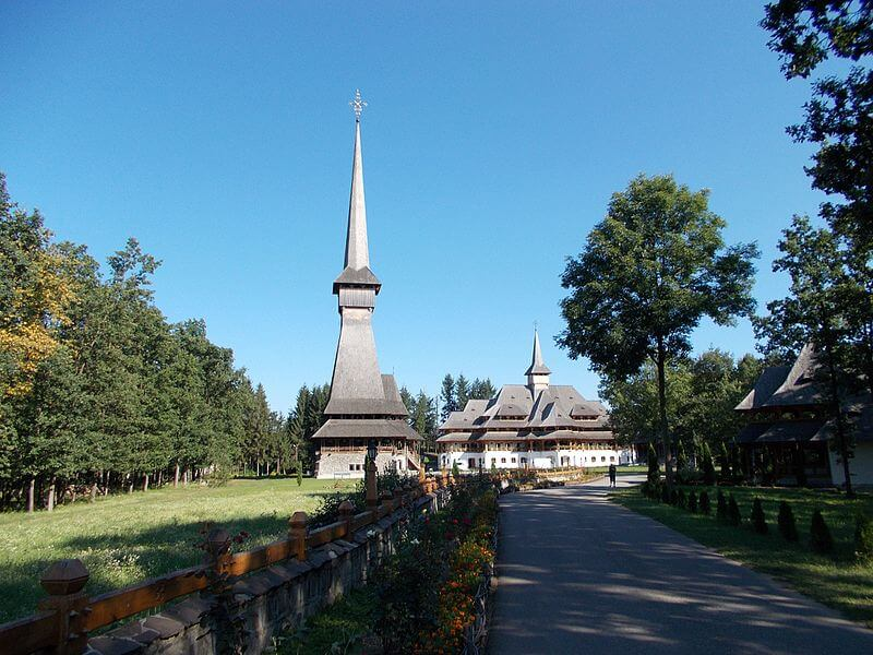 Manastirea Sapanta Peri Maramures