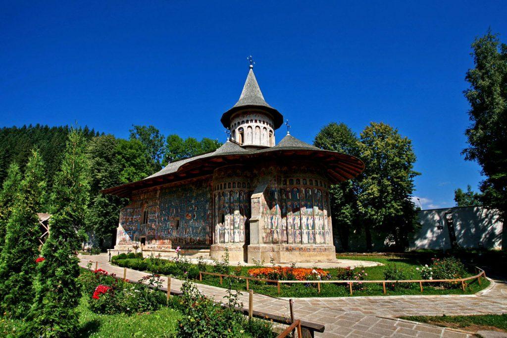 "Manastirea Voronet, supranumita si ""Capela Sixtina a Estului"""