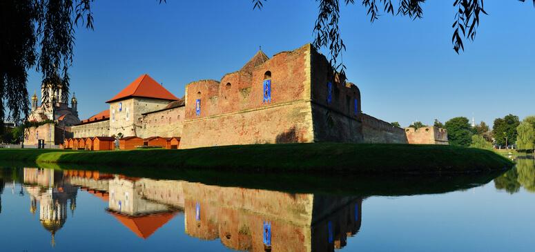 Cetatea Fagarasului (sec. XV-XVII) este cel mai impunator monument al tinutului si unul din cele mai mari si mai bine pastrate din intreaga tara.