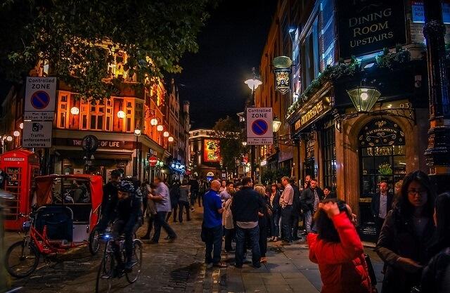 Exploreaza Londra noaptea