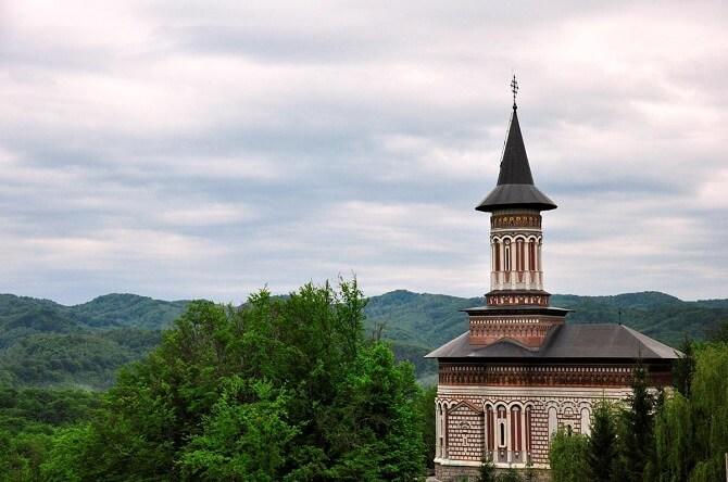 manastirea rohia maramures