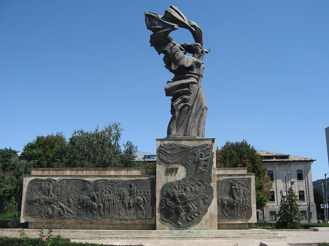 statuia independentei iasi